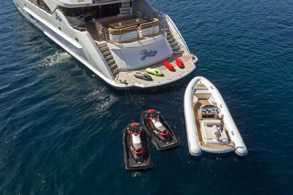 pathos-mega-yacht-aft-view-1-min