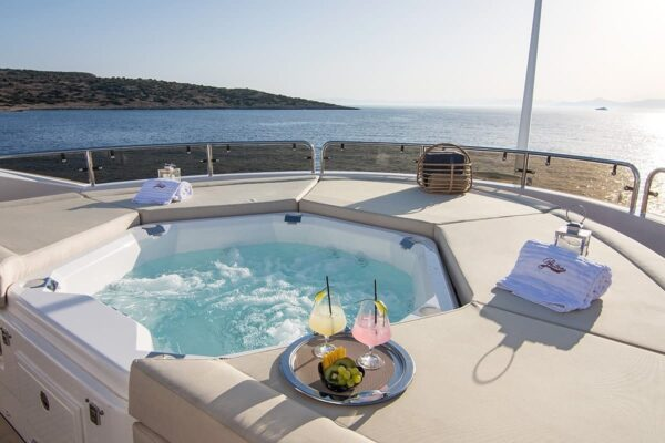 pathos-mega-yacht-jacuzzi-min