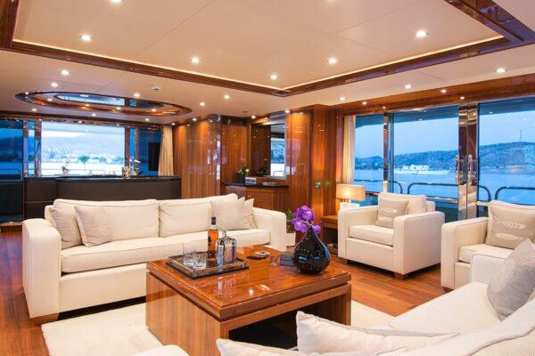 pathos-mega-yacht-salon-2-min