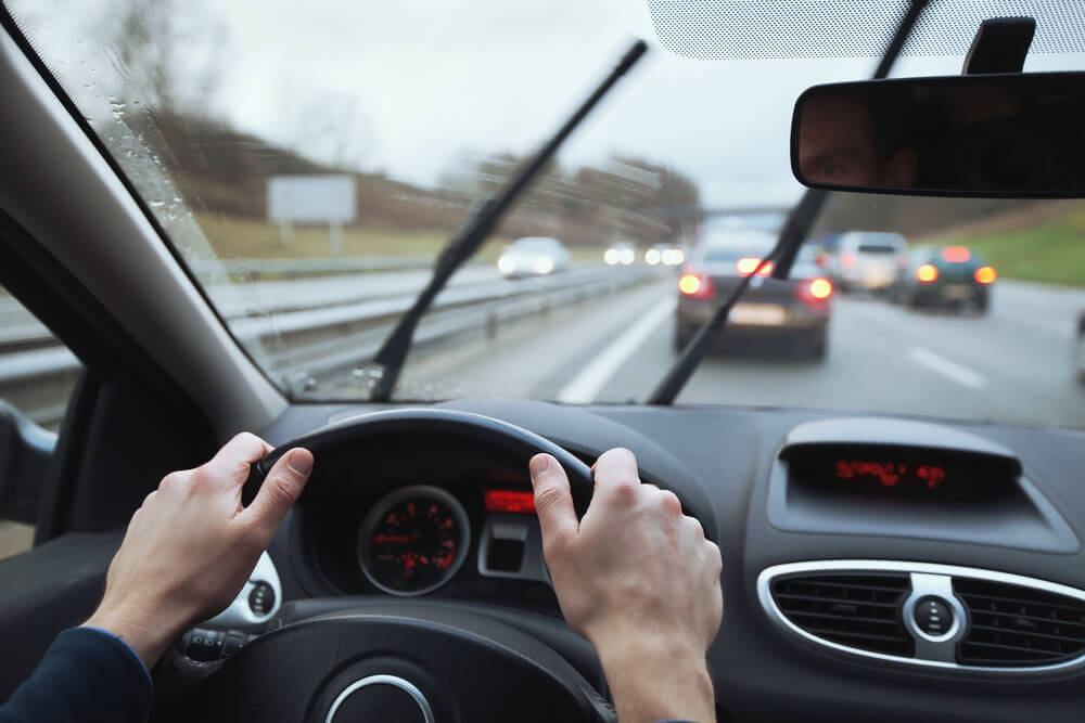 Ako jazdiť, aby sme chránili seba, ostatných účastníkov premávky a aj auto?