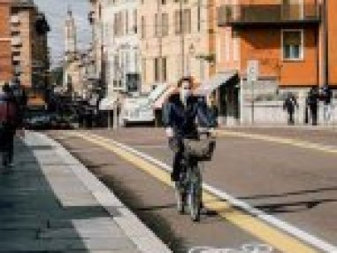 Monumento a Antonio Machado. Fachada del Palacio de Las dueñas
