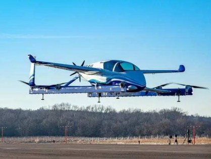 Carro Voador da Boeing voa ao ar livre pela primeira vez