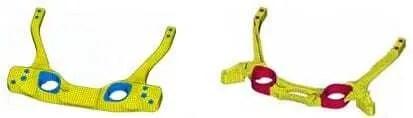 Peças para impressoras 3D feitas em impressora 3D com. Duas peças na cor amarela com detalhe em azul e vermelho.