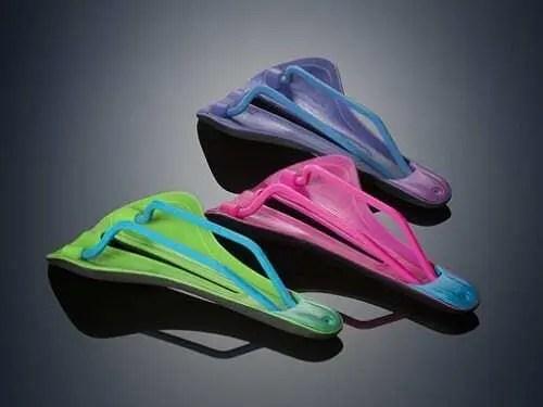 3 Moldes Polyjet impressos em 3D com pintura em degradê nas cores verde e verde claro, rosa e azul, roxo e roxo claro.