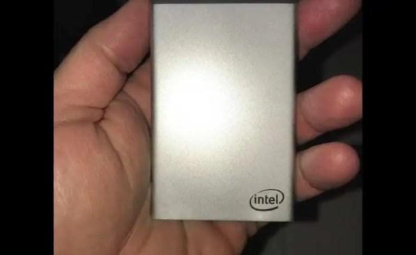 Intel desenvolve computador de bolso em forma de cartão. 1