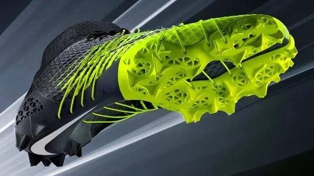 Modelo de tênis impresso em 3D nas cores cinza e verde limão. Continue lendo nosso post!