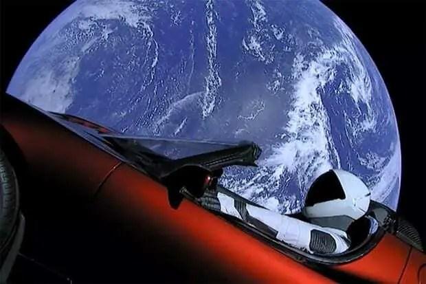 Carro Tesla é lançado ao espaço pela SpaceX