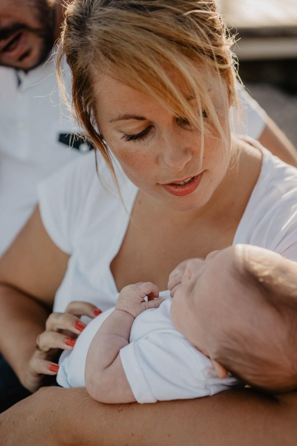 Séance photo portrait de famille - maman et bébé