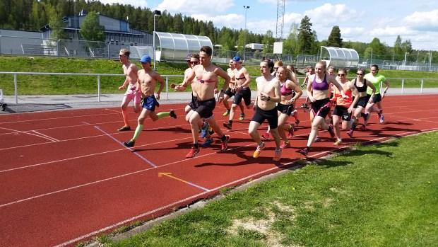 Startskottet för 3000 m har just gått.