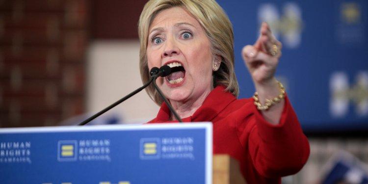 KRIGSHISSEREN: Hillary Clinton er mulig et av de ondeste og galeste menneskene som noensinne har stilt som presidentkandidat i USA. I sin ungdom og tidlig voksne alder var hun engasjert i radikale sosialistiske organisasjoner og miljøer. Nå kommer den feilede politikeren til Norge og BI. Attribution-ShareAlike 2.0 Generic (CC BY-SA 2.0) Gage Skidmore.