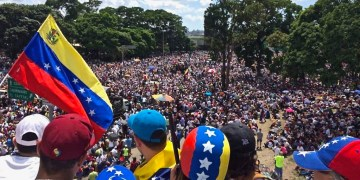 (Foto: Voice of America/WIkimedia/Millions of Venezuelans marching on 20 May 2017 during the We Are Millions march.).