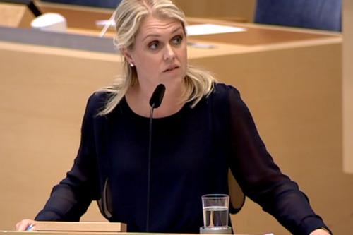 Socialminister Lena Hallengren (S). (Foto: Riksdagen).