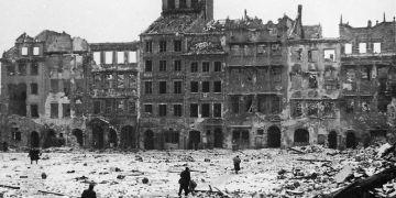 Warszawa. Det gruslagte torget i 1945