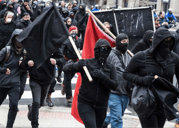 Antifa i aksjon på gaten / cantfightthetendies / Attribution 2.0 Generic (CC BY 2.0)