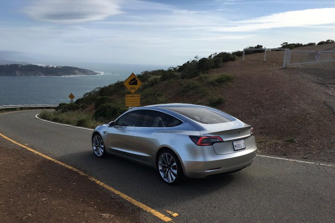 Tesla model 3_5