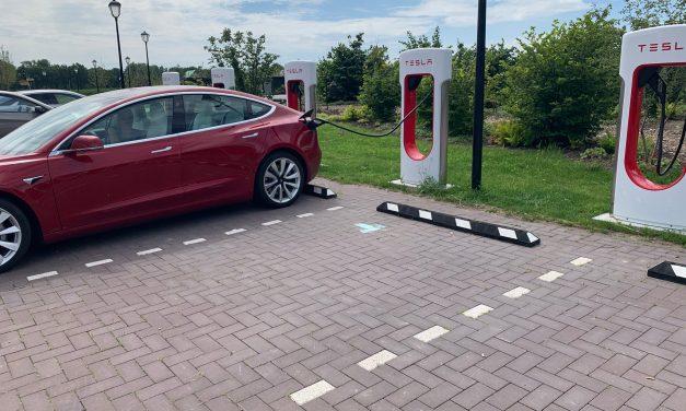 Nieuwe snelladers van Tesla zijn pijlsnel