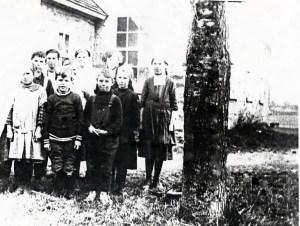 Yonge Mills School Class 1917 SF10#16