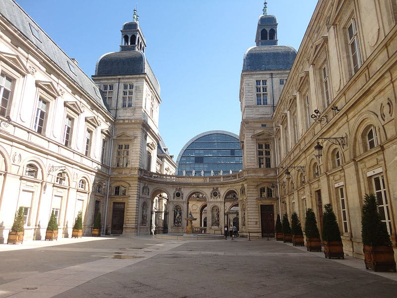 Un Marche Ephemere En Plein Coeur De L Hotel De Ville Lyon Demain