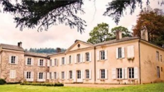 Jean-Loup Rogé vient d'investir dans le Beaujolais au Château de Poncié pour y produire du vin bio