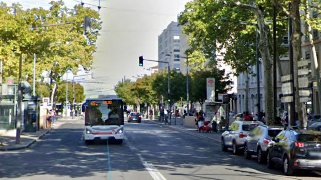 trottoirs interdits au stationnement des voitures - Lyon Demain