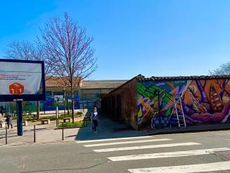 une fresque pour remplaver un panneau publicitaire à Villeurbanne