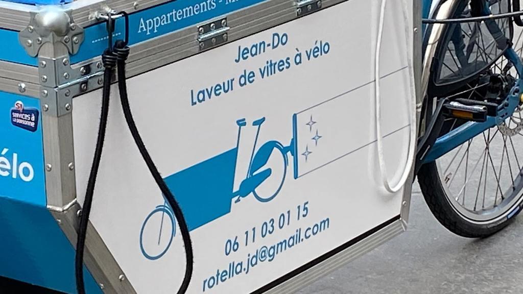 Jean-Do laveur de vitres en vélo-cargo