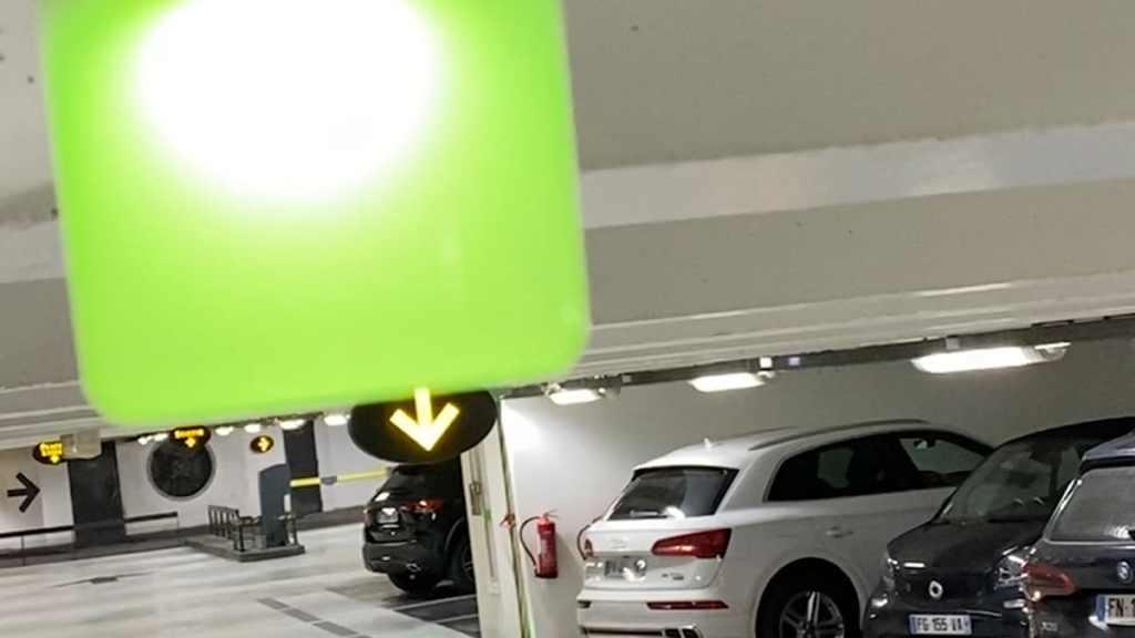 Ineo-Sense installe des leds pour guider les automobilistes dans les parkings LPA