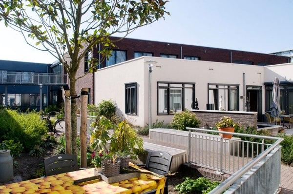 قرية في هولندا مخصصة فقط لمن يعانون من الخرف المبكر مقابل 5،000 يورو للشهر الواحد!