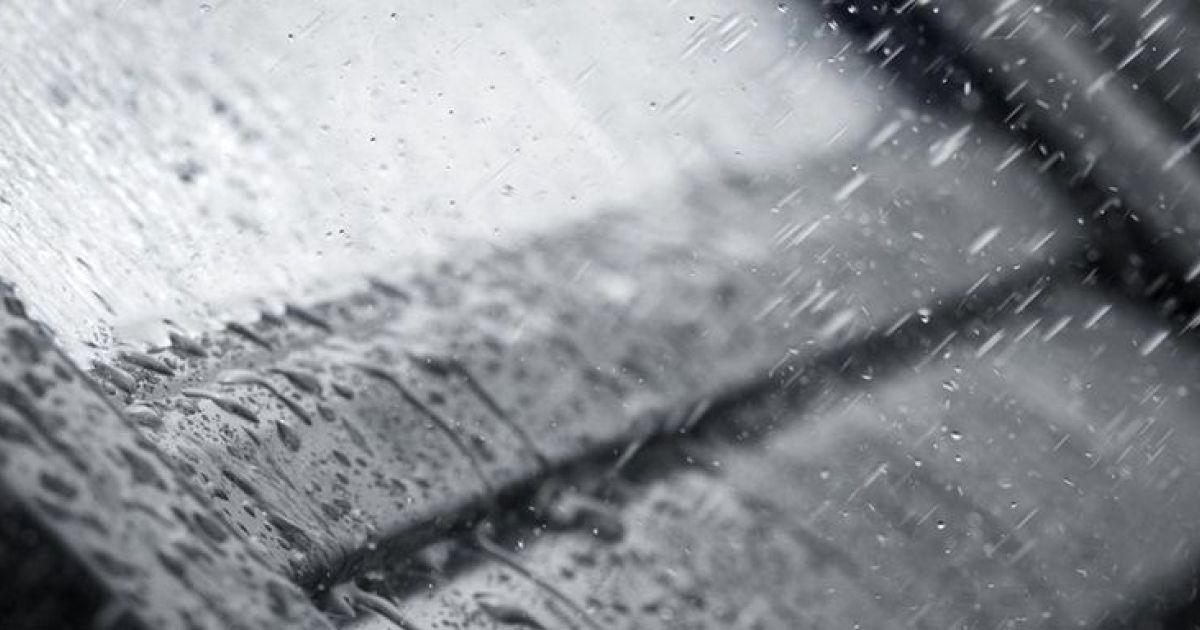 Bruit de la pluie sur les fentres de toit