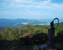 田束山頂の観音様