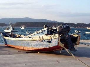 01岩石さんの木造船