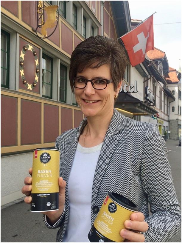 Rita Kohli mit M. Reich BasenPulver