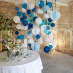 Des ballons pour décorer le lieu de réception du mariage