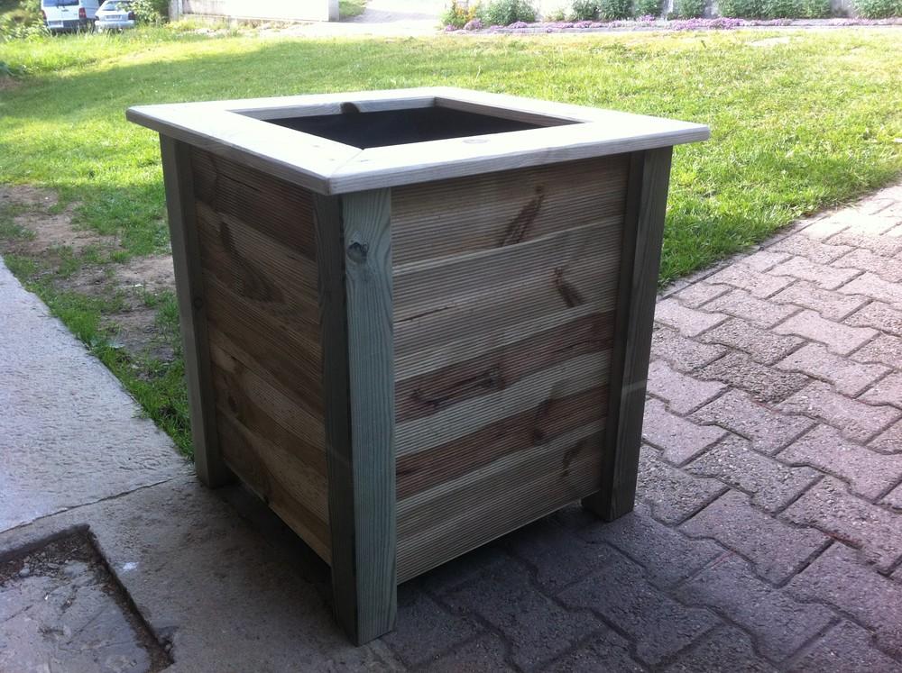 pot de fleur et jardini re ma terrasse en bois. Black Bedroom Furniture Sets. Home Design Ideas