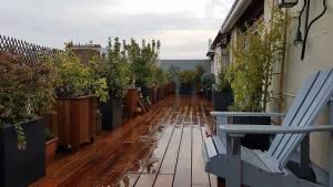 Terrasse en jardinière en bois exotique
