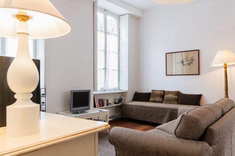 Le Pasteur Le Loisy et Les Bons Enfants  3 appartements meubls au coeur de Dijon