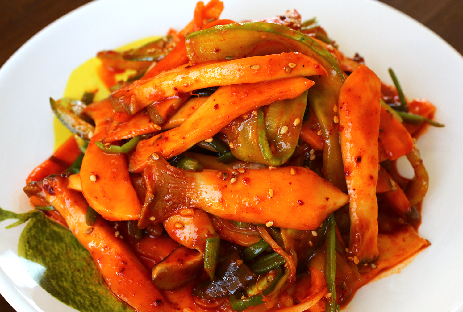 Sweet sour and spicy mushrooms with water dropwort