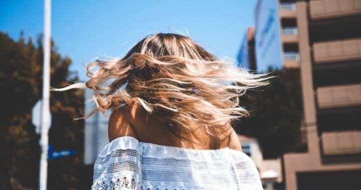 6 dingen die je moet weten voordat je je bruine haar gaat blonderen