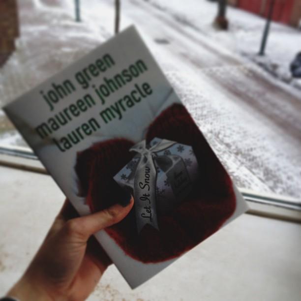 Terwijl het buiten hard sneeuwde zat ik lekker binnen dit bijpassende boek te lezen.