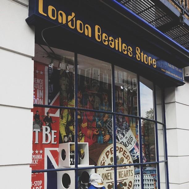 London Beatles Store! Hier kocht ik plectra voor mijn zus en sokken voor mezelf.