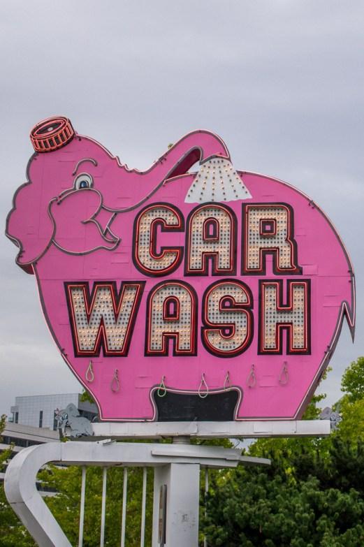 Seattle signe elephant rose car wash