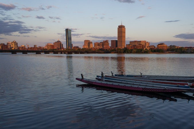 Belle vue de Boston, Charles River, dragon boats