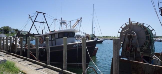 Sur les docks un bateau de pêcheur à Menemsha - Martha's Vineyard 1
