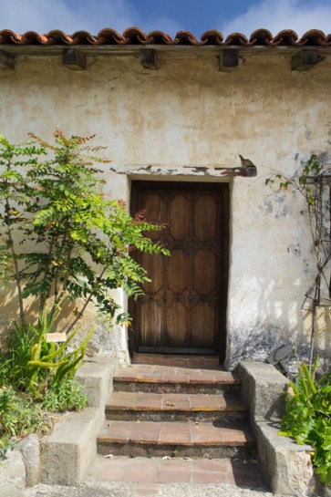 La mission de Carmel - une porte en bois