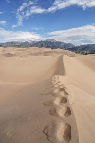 Great Sand Dunes Colorado - les pas sur la crête