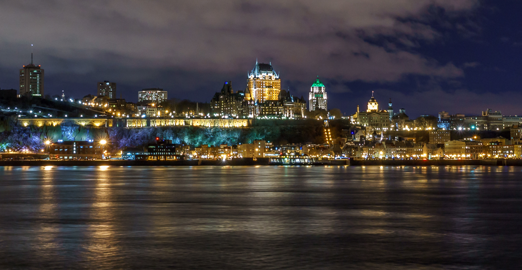 Quebec de nuit vue du chateau Frontenac