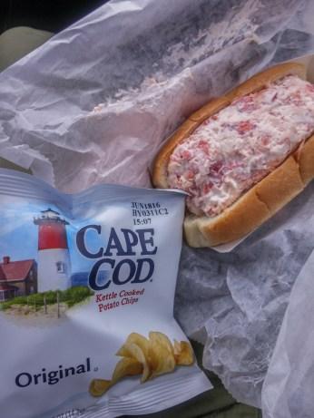 Vivre a Boston - lobster roll chips cap cod