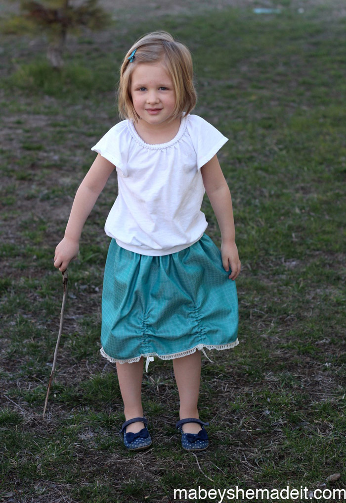 Ribbon Gathered Skirt | Mabey She Made It #sewing #sewingforkids #skirt #ribbon