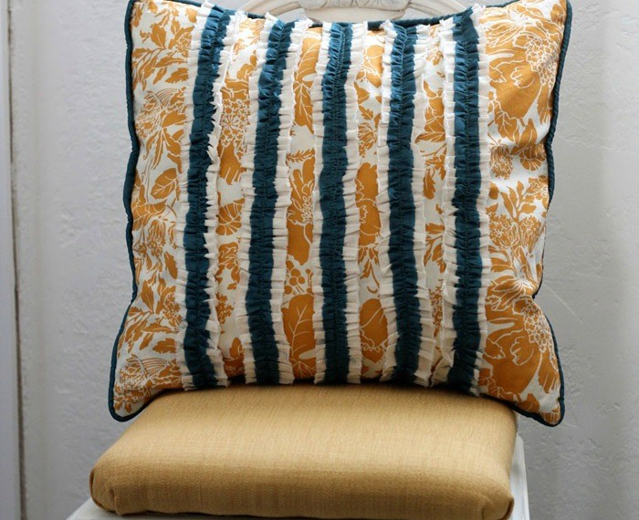 Ruffle Pillow Sham Tutorial | Mabey She Made It | #ruffles #pillow #homedecor #diy