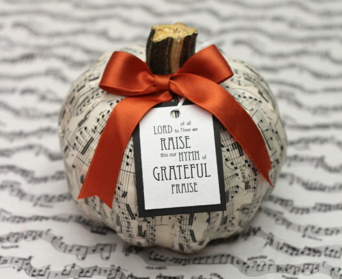 Sheet Music Pumpkin | Mabey She Made It | #pumpkin #fall #autumn #falldecor #thanksgiving #decopauge #gratitude